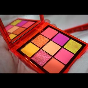Huda Beauty Neon Orange Obsessions